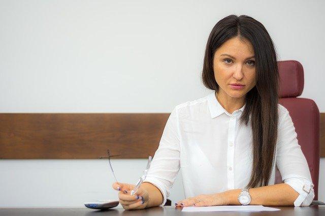 Czym różni się kancelaria prawna od kancelarii adwokackiej?