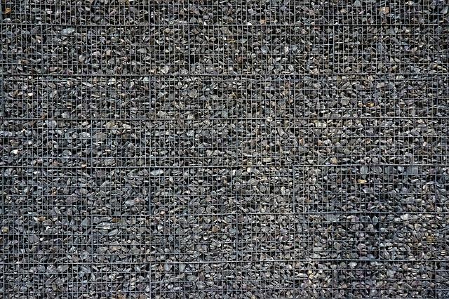 Mury oporowe i ściany oporowe – co to jest? Kiedy są potrzebne?